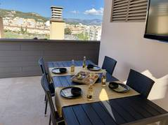 Top renoviertes Penthouse in ruhiger Wohngegend