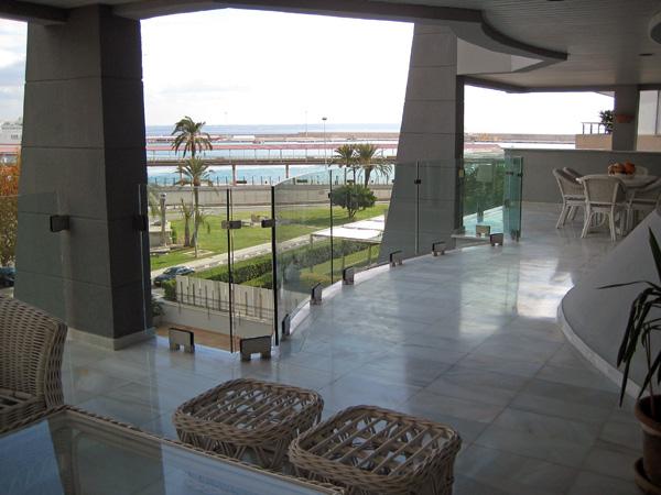 au ergew hnliche luxus duplex wohnung in poolposition palma. Black Bedroom Furniture Sets. Home Design Ideas