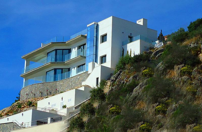 Moderne luxusvilla innen  Moderne Luxus-Villa in Santa Ponsa