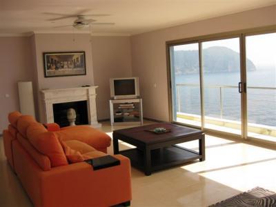 einfamilienhaus in erster meereslinie von costa de canyamel - Wohnzimmer Grose Fensterfront